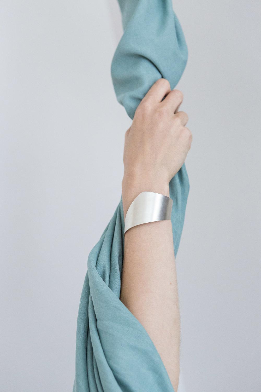 Arc-Jewellery-Sine-Bracelet
