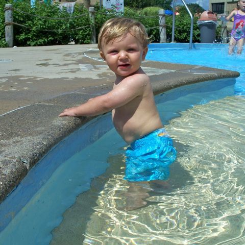 carter-in-pool