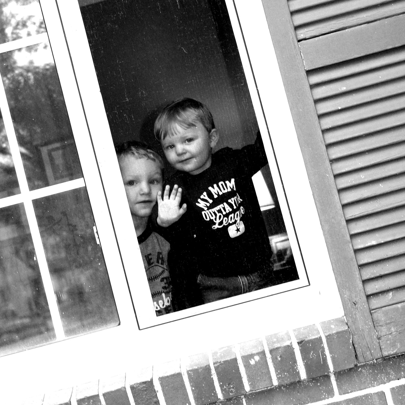 boys-at-window