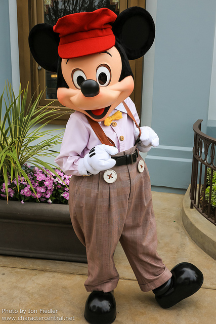celebratingdisney: Disneyland July 2012 - Meeting Buena Vista Street Mickey by PeterPanFan on Flickr.