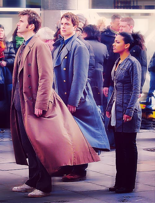 girlinthe3dglasses: → 59/100 Doctor Who on-set pictures Look at you. All mysterious with those coats…
