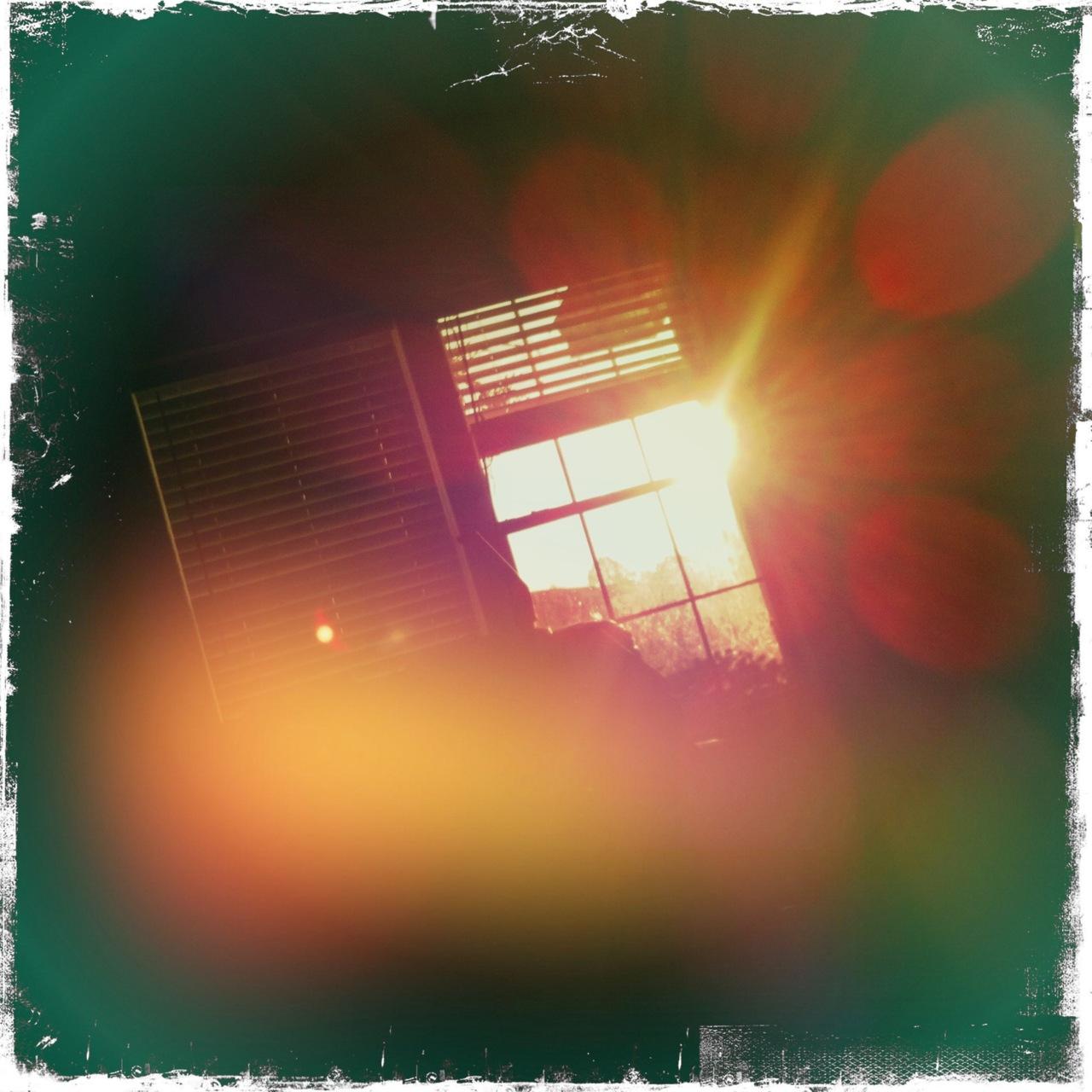 Morning sunrise window 3 Jimmy Lens, Kodot XGrizzled Film, Dreampop Flash,