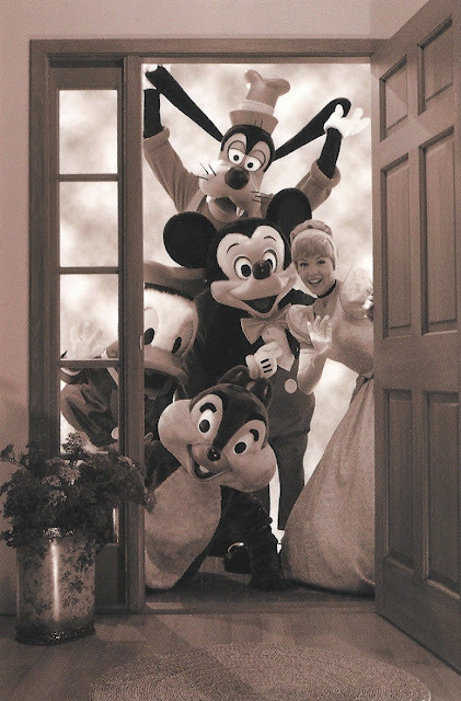 <3 theguywholovesdisney: new Disney blog looking for folowers, affiliates, and family members <3!!!!! disneydear: fyeahdisneydorks: i wish they'd show up at my door and take me to disneyland…oh well if this happened to me i'd freak dafuq out. <3