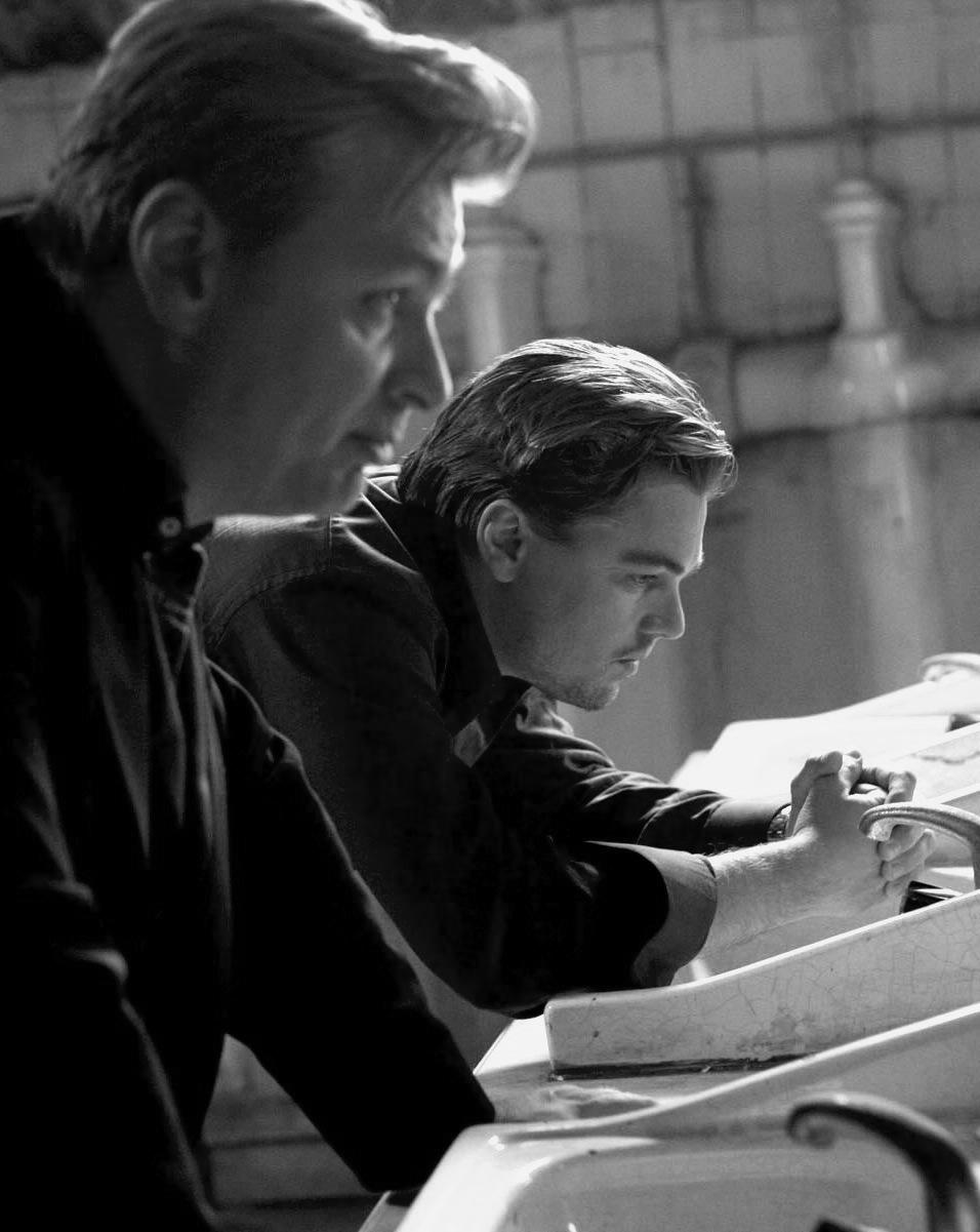 Christopher Nolan and Leonardo DiCaprio filmingInception (2010)