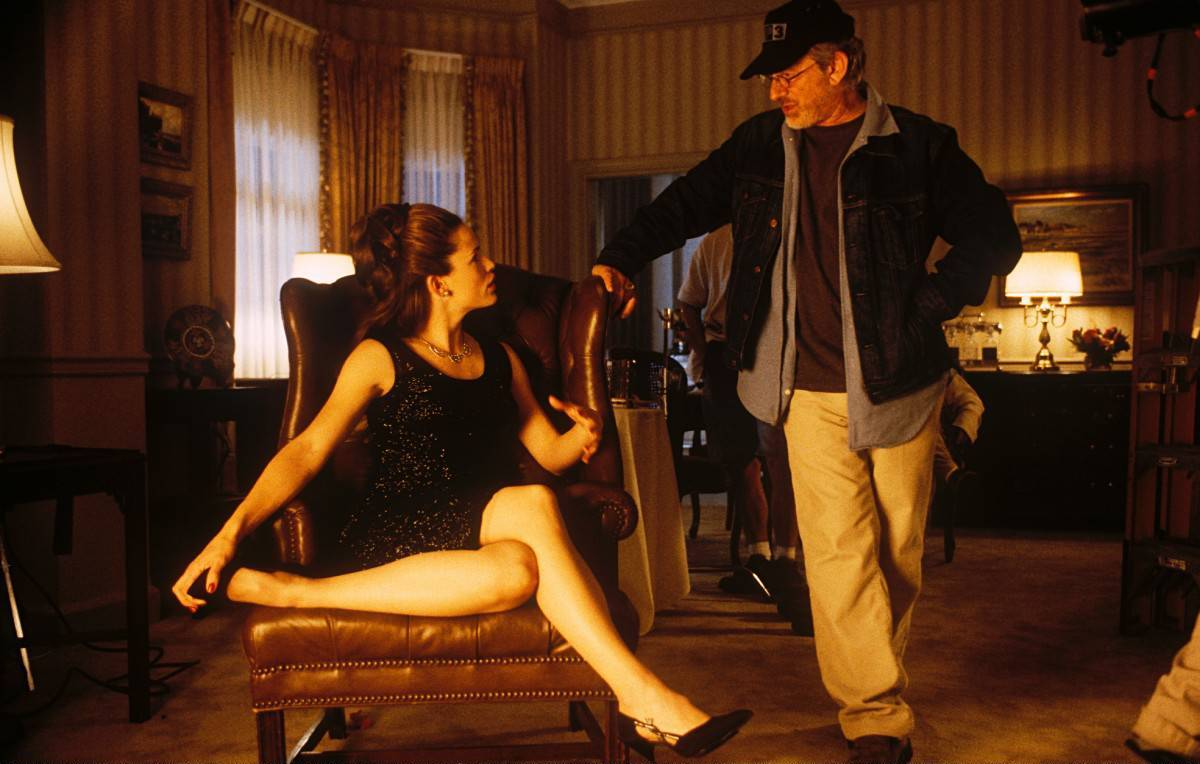 Jennifer Garner and Steven Spielberg on the set of Catch Me If You Can(2002).