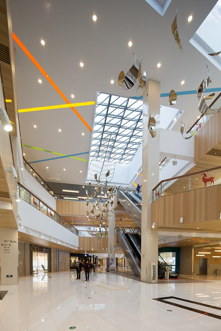sunart_plaza_interior_3.jpg