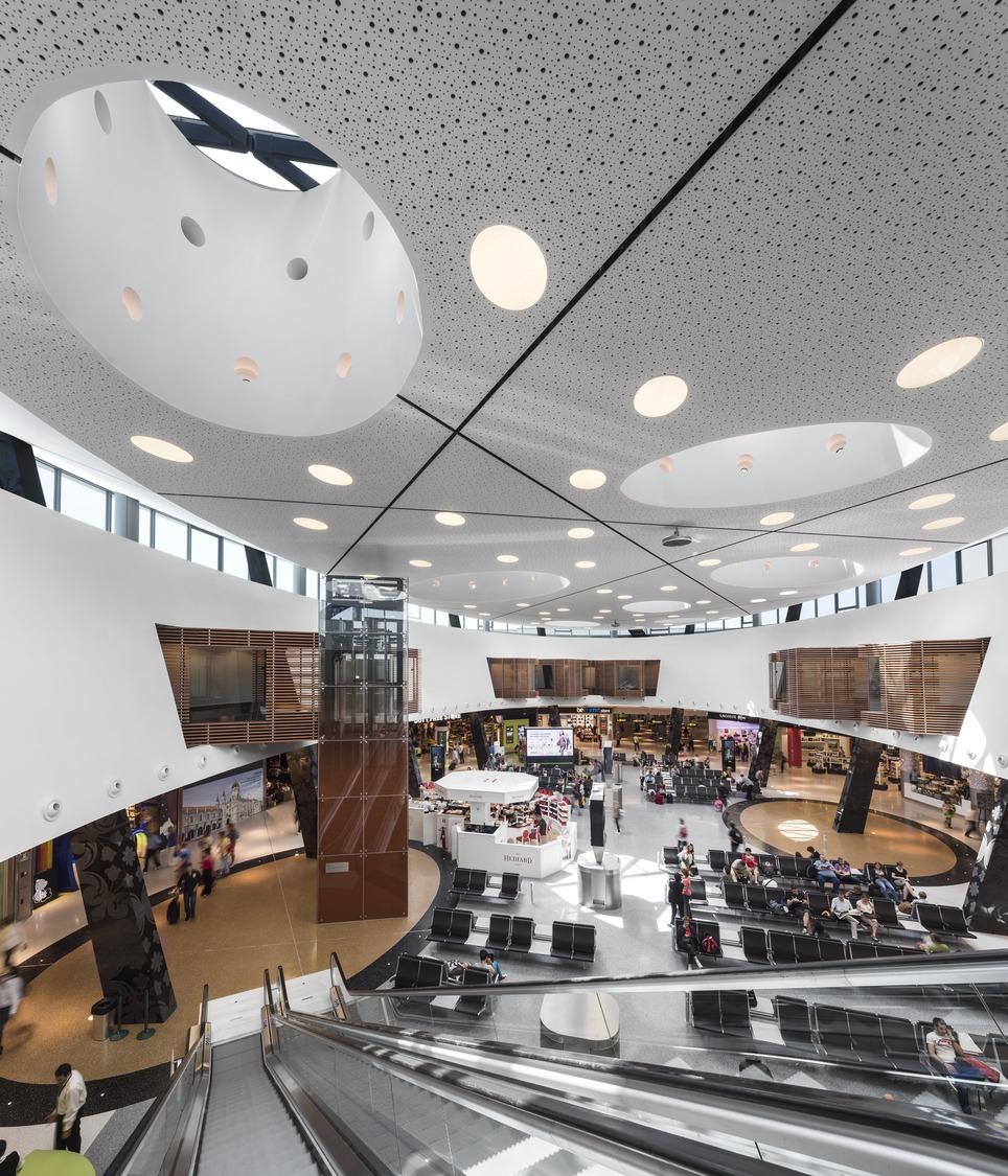 Lisbon_Airport_2.jpg