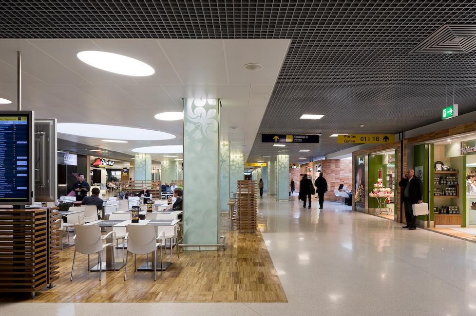 Lisbon_Airport_5.jpg