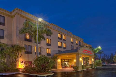 2631759-Hampton-Inn-Boynton-Beach-Hotel-Exterior-1-DEF.jpg