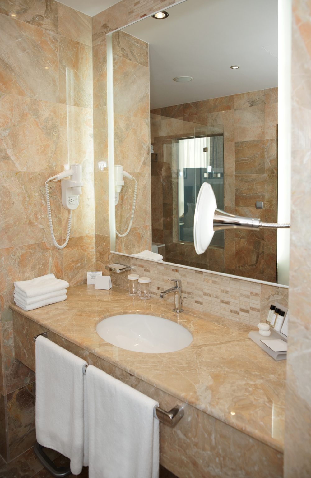 Hotel-Bathroom_W.jpg