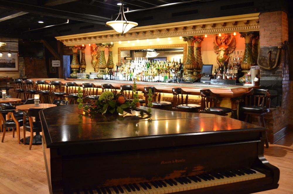 Bar/Piano
