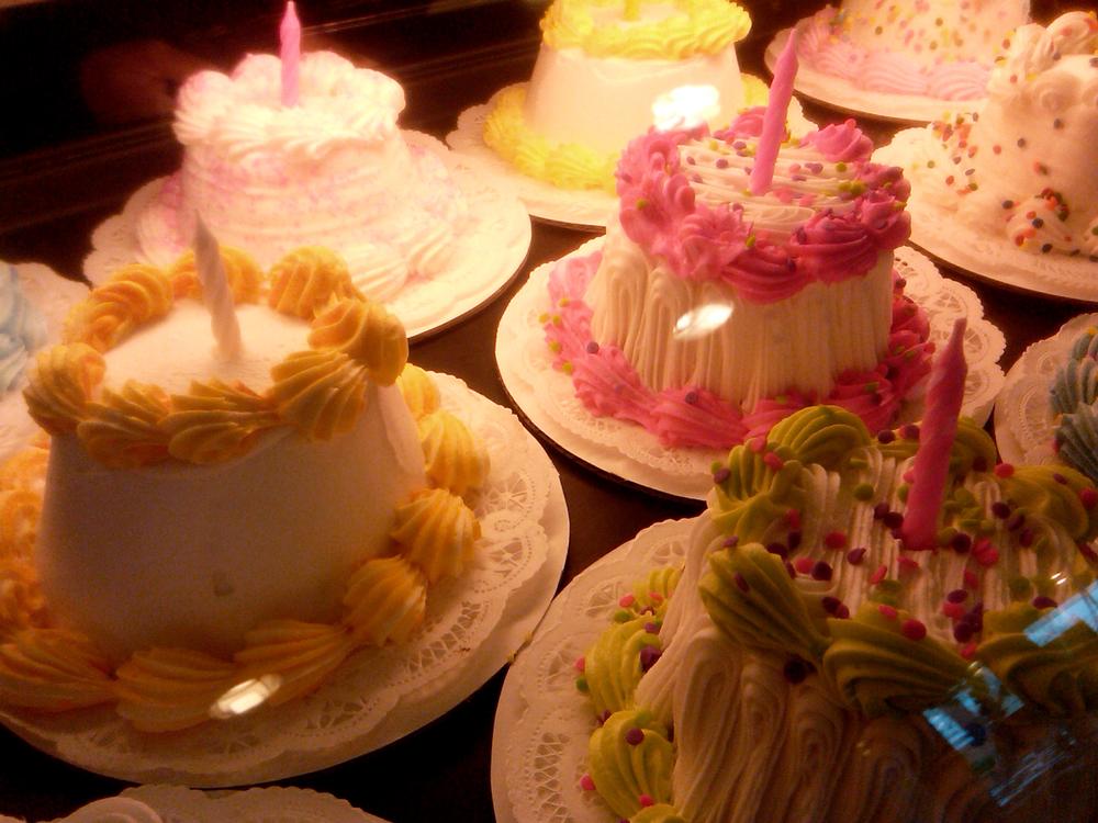 We LO-O-O-O-O-O-O-O-O-VE cake!