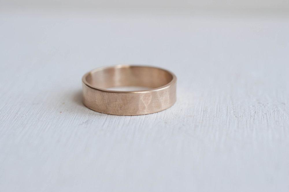 5 X 1 Mm Hammered Texture Flat Band Men S Wedding Ring 14k