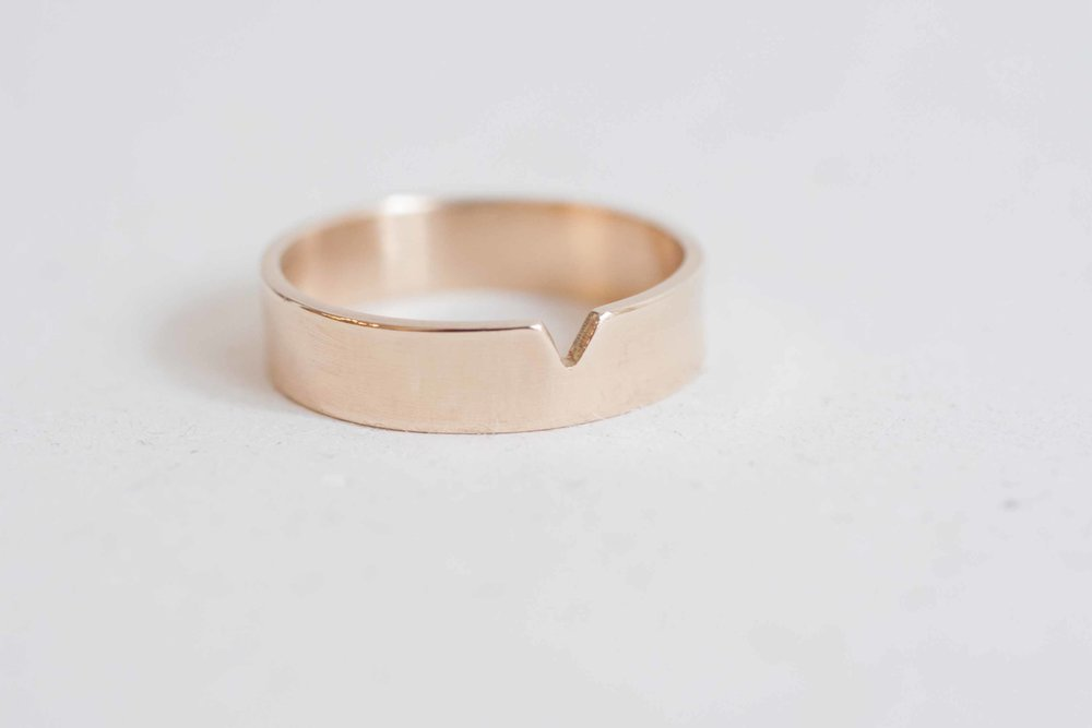 5 X 1 Mm Triangle Cut Out Flat Band Men S Wedding Ring 14k