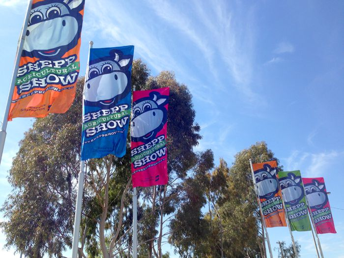 Display flags were used to promote the show in the weeks prior.