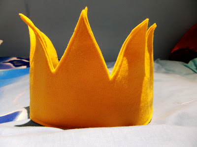 Find instructions for an amazing felt Where The Wild Things Are Crown at   Feltasaurus .