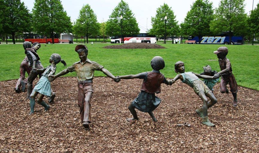 Chicago Statue of Children Navy Pier1.jpg