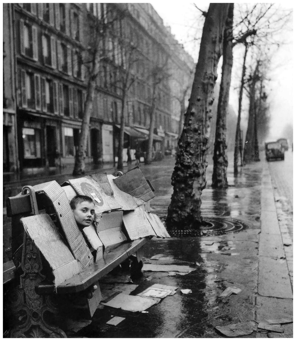 robert-doisneau-robert-doisneau-la-maison-de-carton-1957-paris.jpg