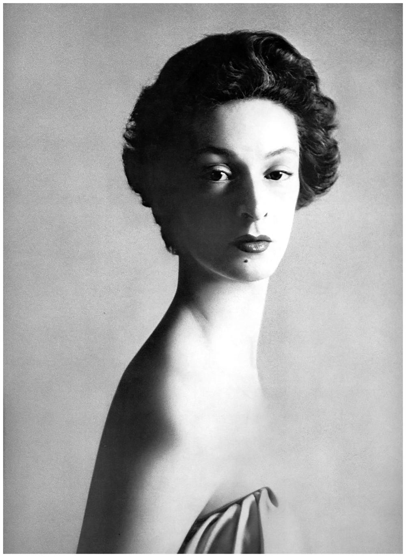 marella-agnelli-1953-photo-richard-avedon.jpg