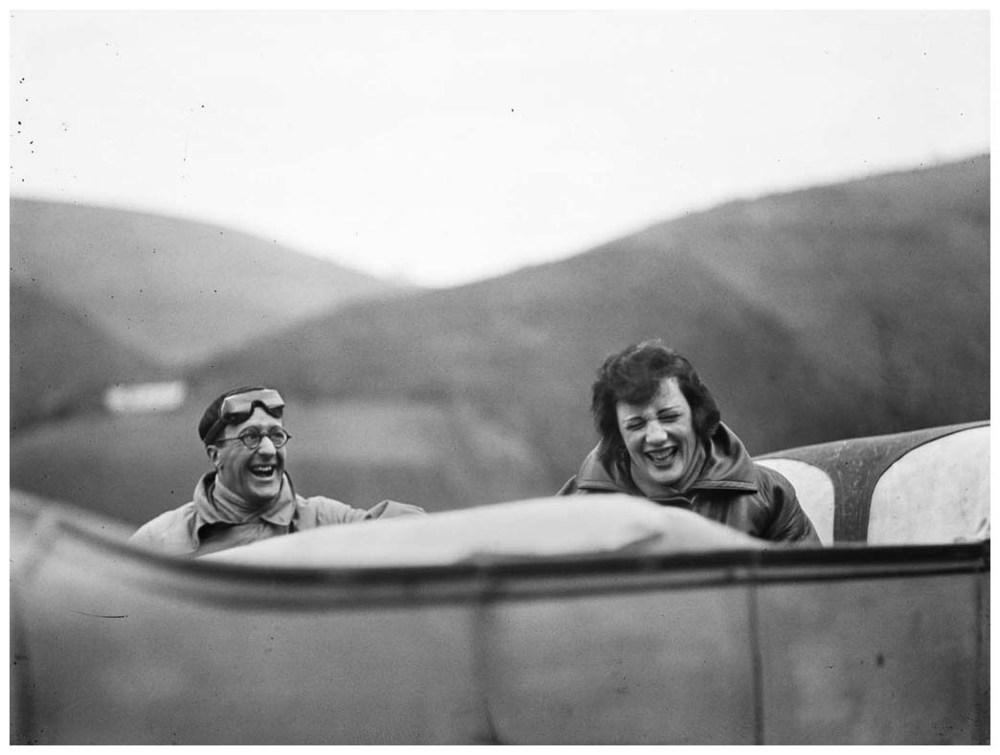 ubu-et-bibi-sur-la-route-avril-1925-c2a9-photographie-jacques-henri-lartigue.jpg