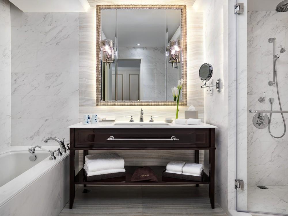 ThePottingerHongKong_13. Pottinger Suite Bathroom.jpg