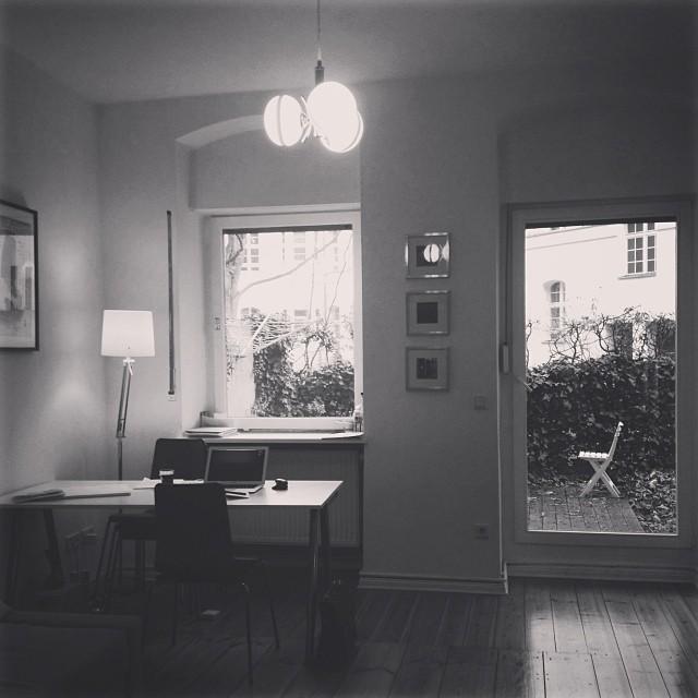 03/12/2013 •Heute wørked ich from meine kleine airbnb.