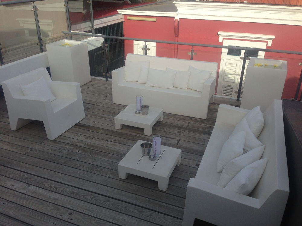 The lounge on the balcony.