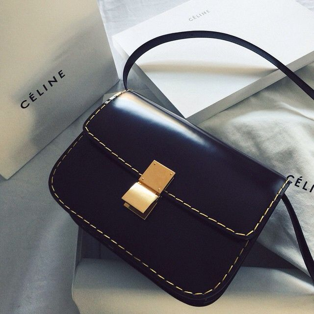 Image via  here.   Love this bag. So simple and elegant.