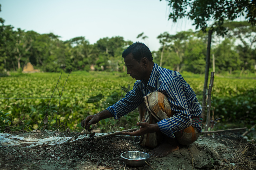 Through training funded by USAID, Taroni learned how to use fertilizer to increase his crop yields.