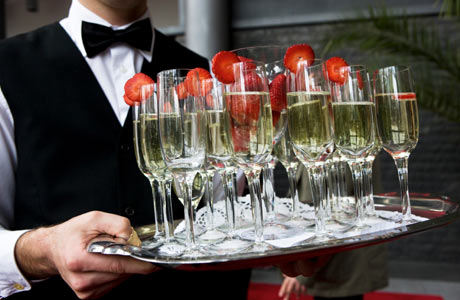 Glasses-of-Champagne-with-Strawberries460x300.jpg