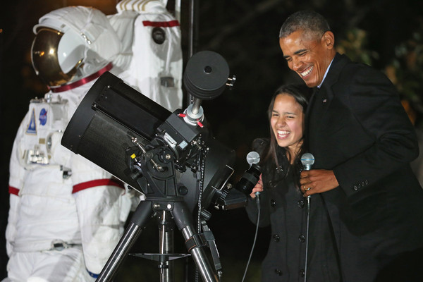 The White House, Astronomy Night, October 19, 2015. President Obama with Sophie Alvarez Image credit: Chip Somodevilla