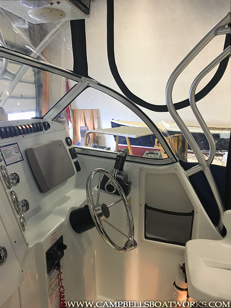 polar-23-foot-boat-for-sale-cockpit-helm.png