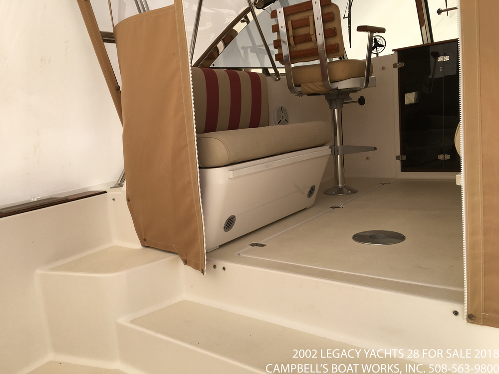 2002-28-legacy-boat-for-sale-express-cruiser.png