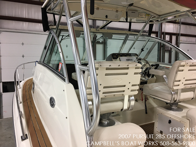 285-PURSUIT-OFFSHORE-FOR-SALE-SIDE-DECK-PORT.png