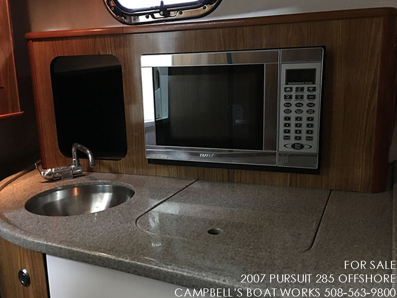 285-PURSUIT-OFFSHORE-GALLEY.png