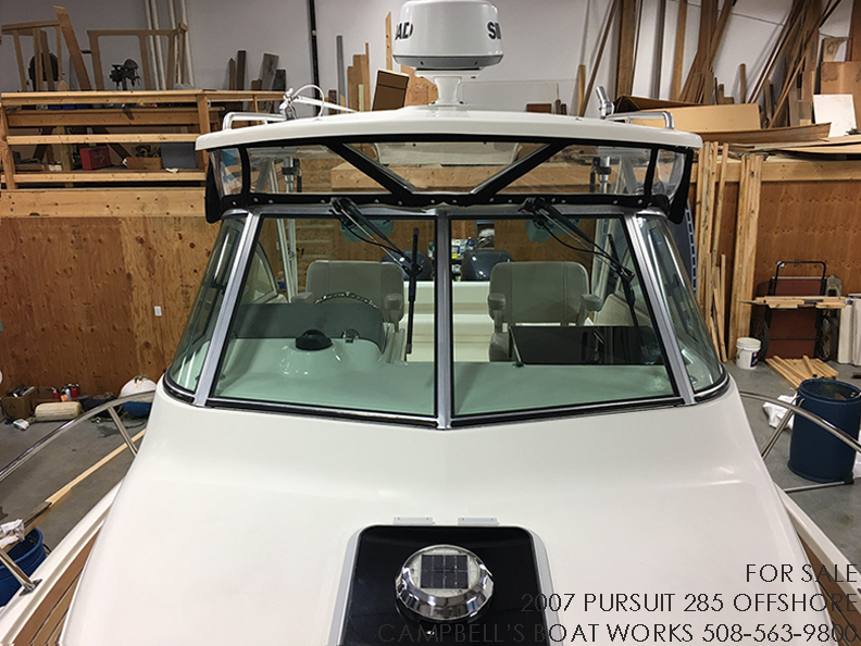 285-PURSUIT-OFFSHORE-WINDSHIELD.png