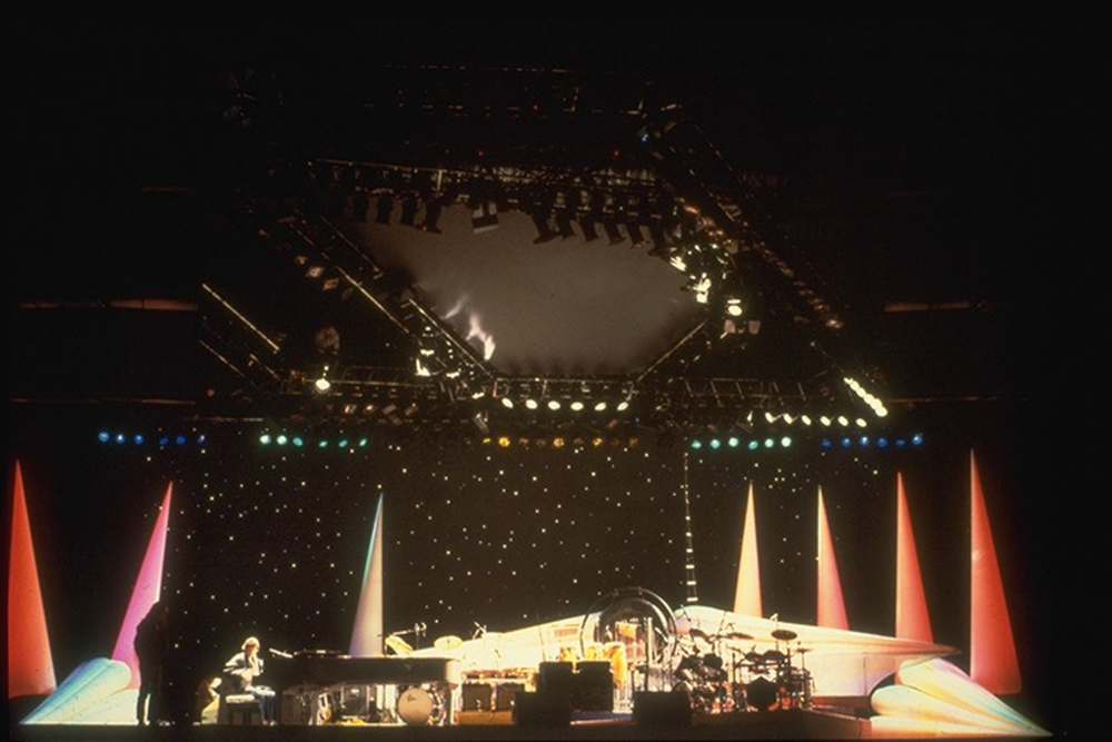 Elton John - European Tour 1985 - Internally lit inflatable set