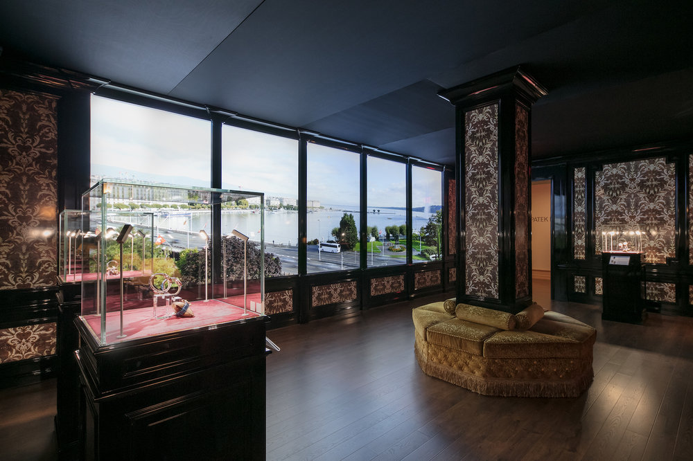 The Napoleon Room with real-time video of the Geneva lakefront