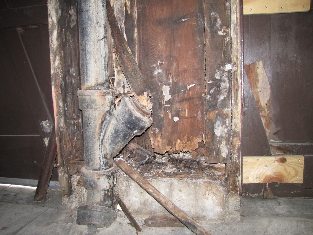 garage repair rotten support beam.JPG