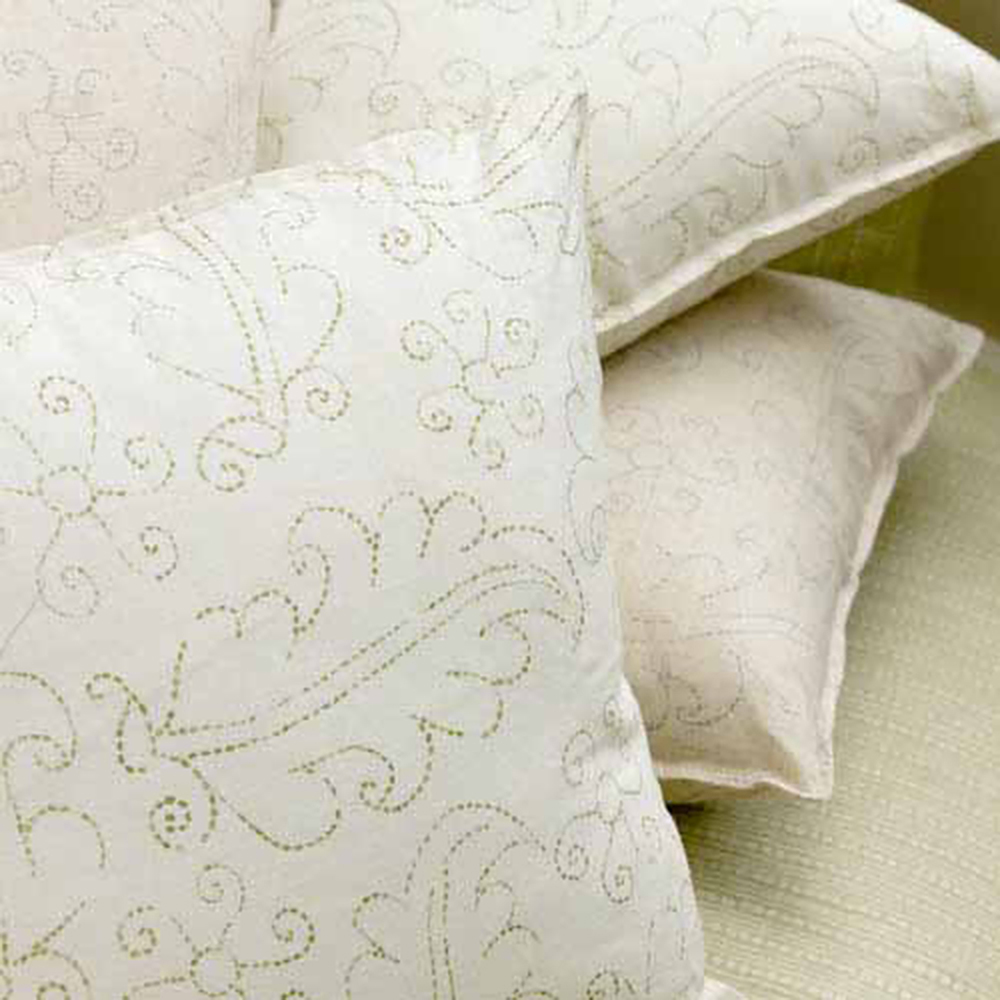 BLITHFIELD_COLLECTION_3_Hazelberry_Cushions.jpg