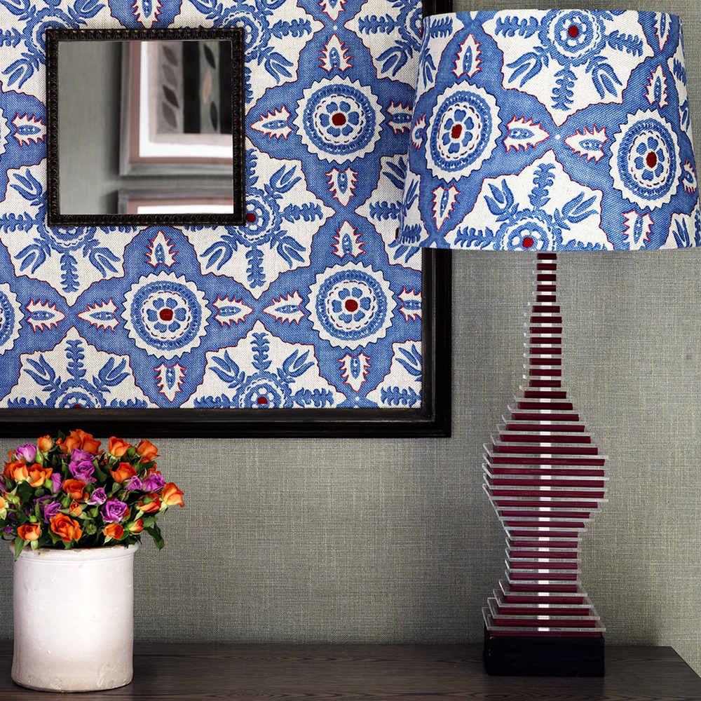 <p>BLITHFIELD ROSSMORE - Indigo mirror and lampshade embroidered in shades of red</p>