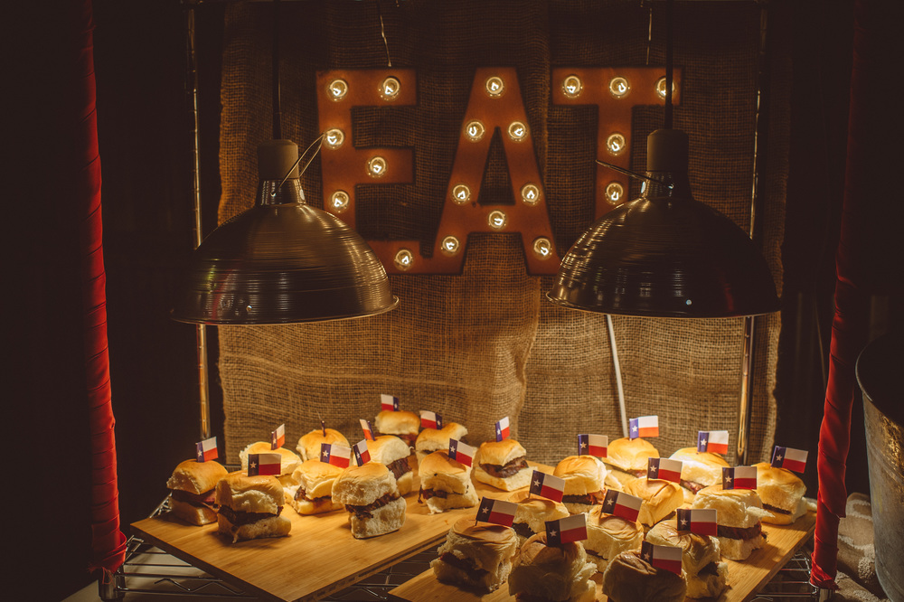 barn_wedding_food_station