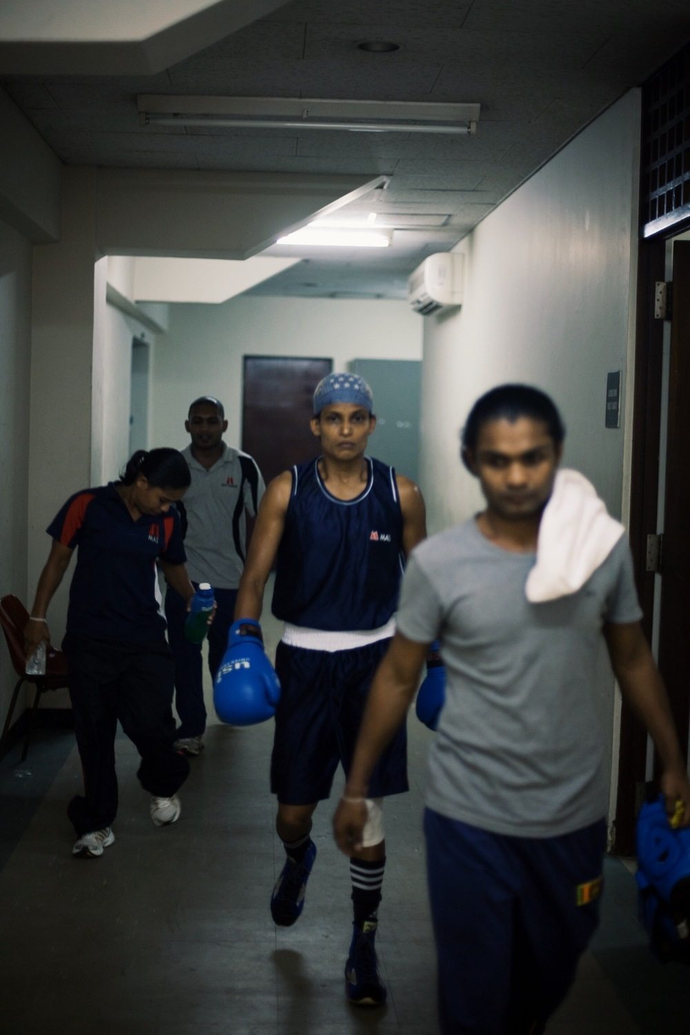 Anusha Kodituwakku on her way to ring with coach Anuruddha Ratnayake (© Lee Bazalgette)