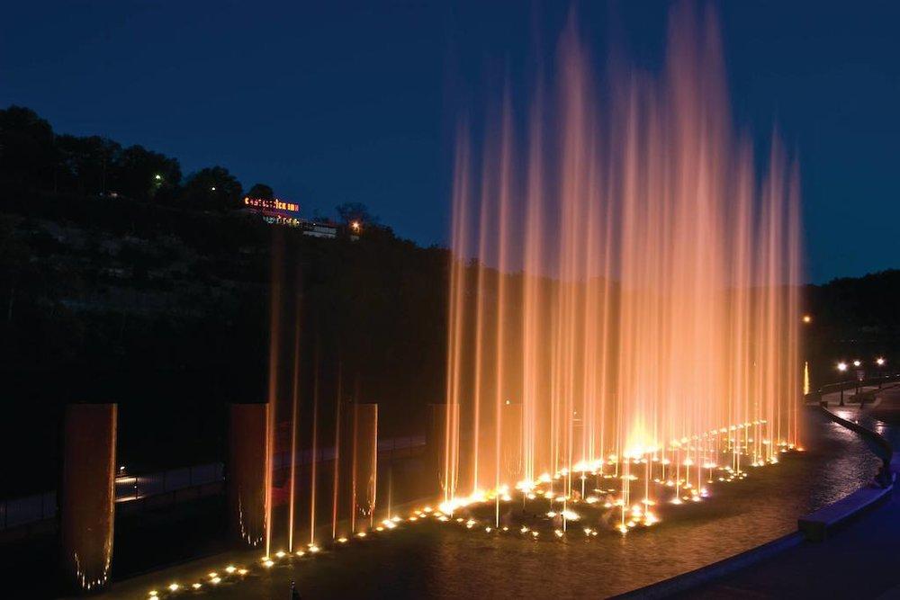Branson Landing Fountains.jpg