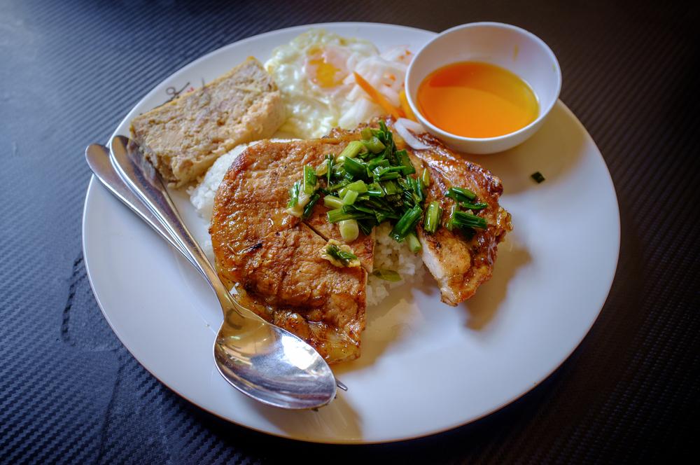 Cơm tấm sườn nướng  - broken rice with the works
