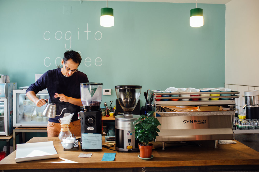 Matija Hrkač of Cogito Coffee, brewing a Chemex