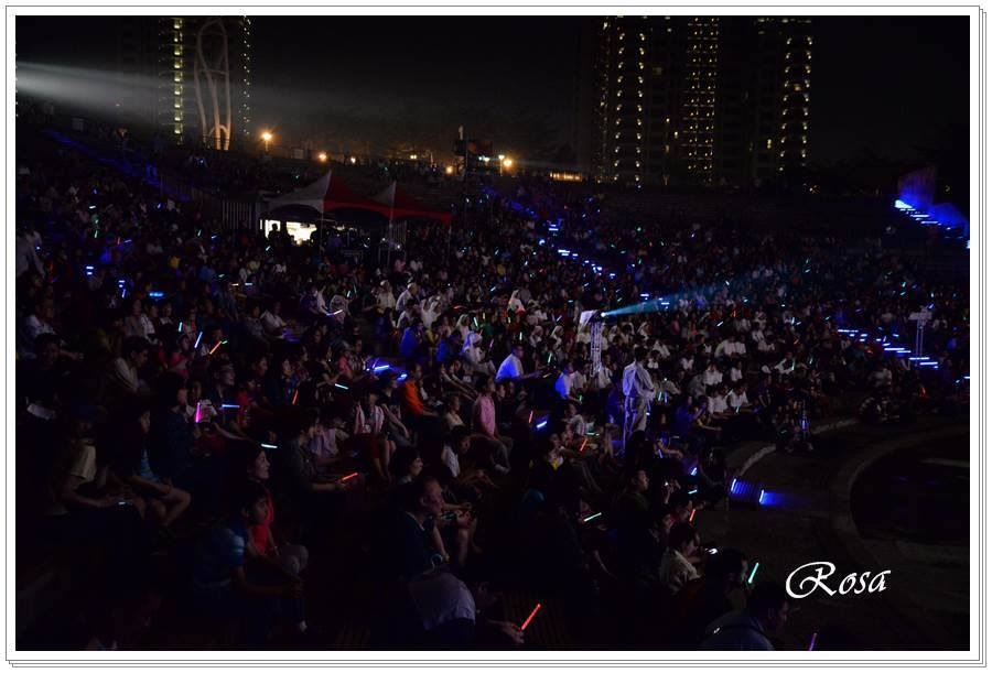Over 4000 people attended this concert at the Taichung Amphitheater