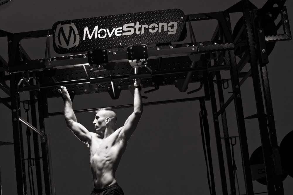 Monkey bar climb on the MoveStrong Club FTS