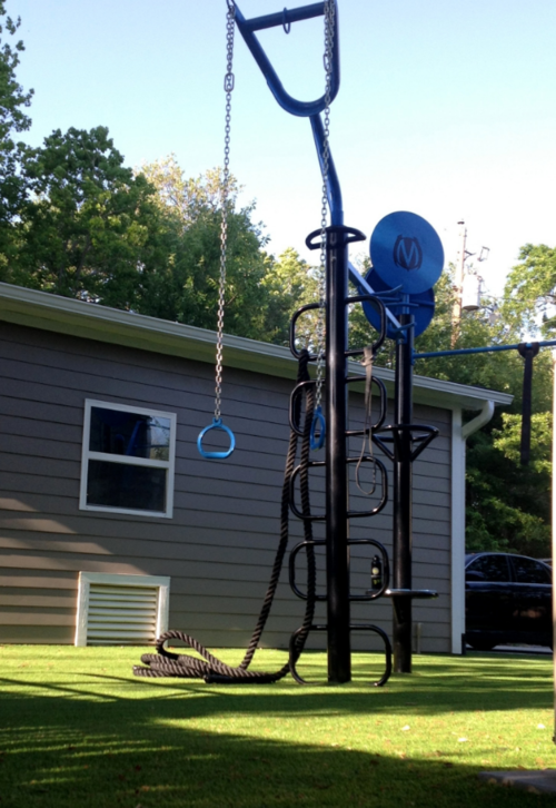 Loop post feature with Y-extender and outdoor rings