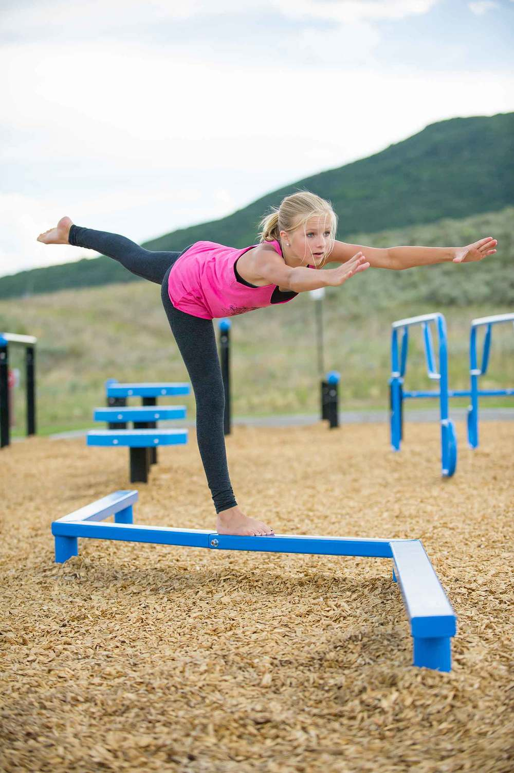 Balance beam outdoor fitness equipment